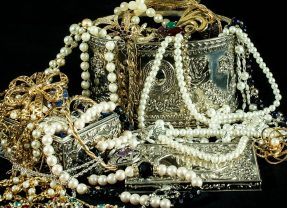 隐藏的宝物,高价珍珠的比喻